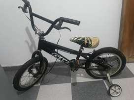 Vendo  bicicleta  de niño   pequeña