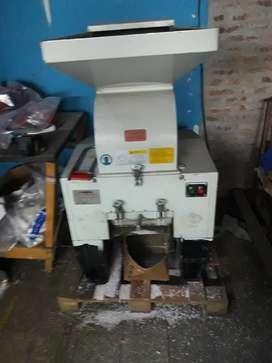 Molino triturador de plástico y PVC marca COSMOS.