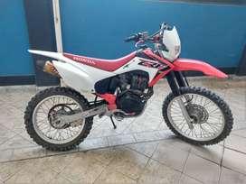 PRECIOSA MOTO HONDA CRF 230