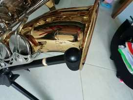 Se vende Saxofon Marca Vito Alto made in japan