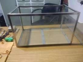 Pecera marco acero 30x30x50.