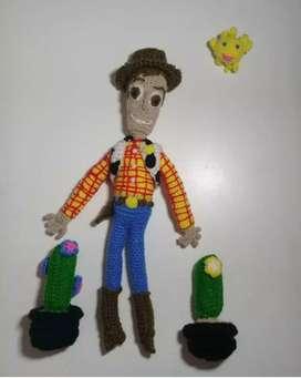 Woody tejido y bordado