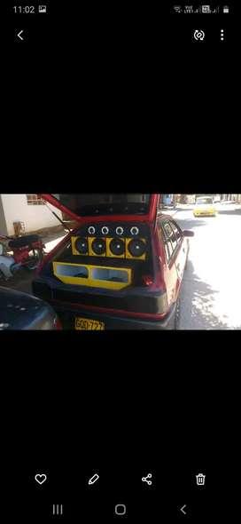 SE VENDE CARRO MAZDA 323 HS MODELO 90 LO ENTREGO CON EL SONIDO LLANTA TRASERA  NUEVA