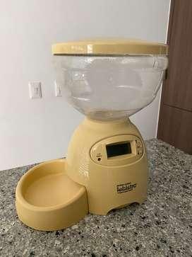 Dispensador automatico de alimento para mascotas (gato y perro)