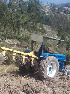 tractor agrícola listo para trabajar