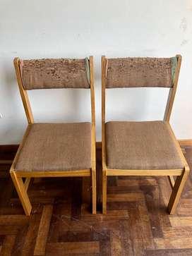 02 Sillas acolchadas de madera
