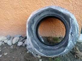 Cuatros neumáticos de uso invernal (con clavos) marca: Rotation; rodado; 215/65R1698T
