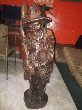 Escultura en madera anciano