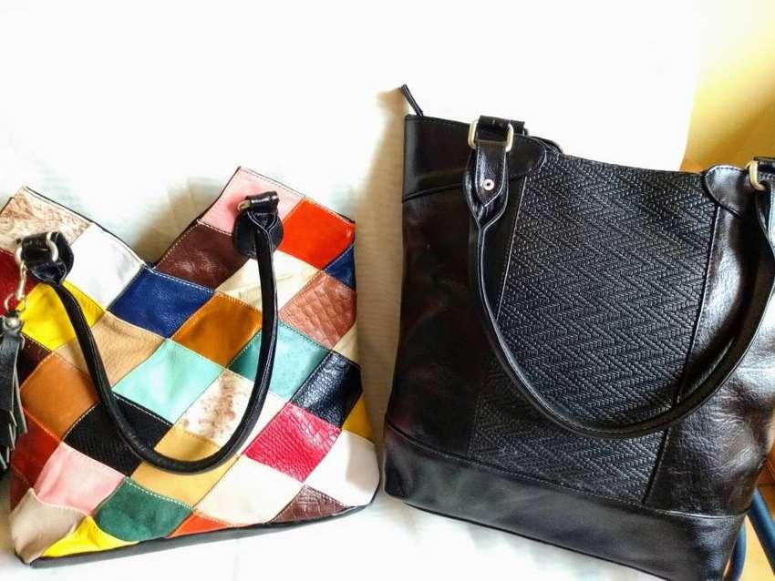 Ganga, Vendo bolsos en cuero NUEVOS,Colores y diseños surtidos  Tamaños aproximados :30 cms x 38 cms.