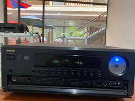 Amplificador de sonido marca  ONKYO TX-SR703