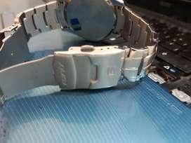 Vendo hermoso reloj marca Edifice casio , original con factura. Y garantía