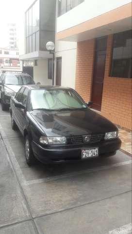 Nissan Sentra color negro, automático, GLP, se vende como nuevo, uso de familia.
