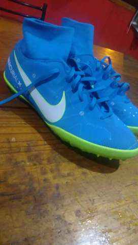 Botines Nike botitas nro 38 cambio por celular