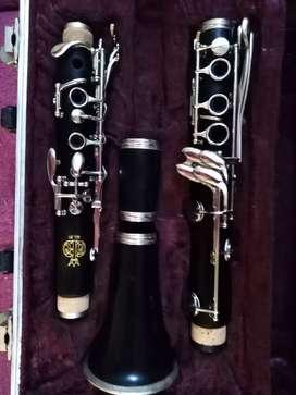 Se vende Clarinete en Madera Amati