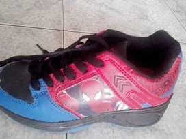 Zapatillas con rueditas Spiderman Atomik talle 31