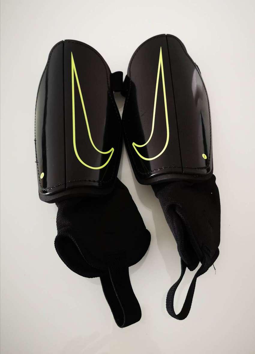 Vendo Canilleras Con Tobillera Nike Negro