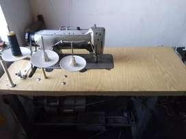 Se vende maquina de coser dos agujas