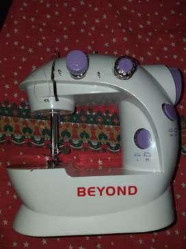 Vendo mini maquina de coser
