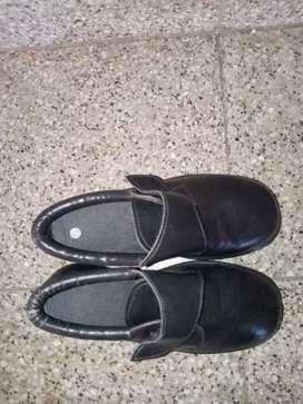 Zapatos de escuela en excelente estado