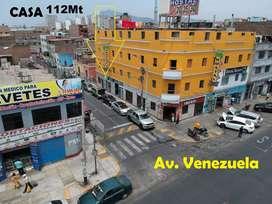 A una CASA de la AV. VENEZUELA