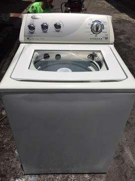 Se vende lavadora whirlpool de 17 kilos