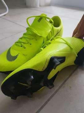 Botines Nike Mercurial.
