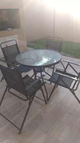 Liquido juego de Mesa sillas y sombrilla