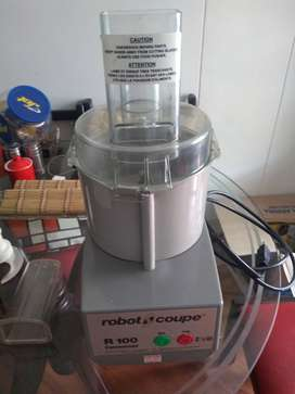 Vendo procesadora Robot coupe referencia R 100