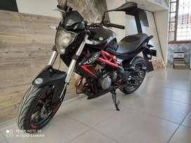 Se vende Moto Benelli 300