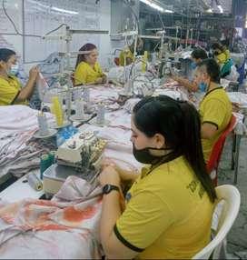 Operarios confección camisetas y polos