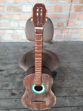 Guitarra de papel (adorno)