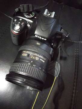Camara Nikon D3300 lente zoom 18-200 y Falsh