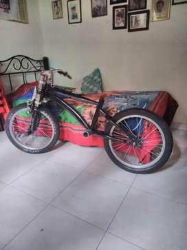 Se vende cicla gravity bike