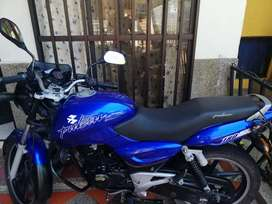 Moto  pulsar black tech