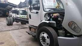 Camión Freightliner m2 106 .