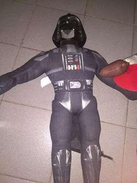 Peluches de Darth Vader y capitán América usados