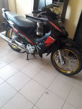 Vendo moto Best 125 color negro en muy buenas condiciones todo le funciona