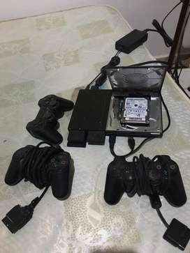 Play 2 con disco duro y 3 controles