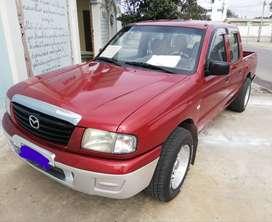 Se vende camioneta doble cabina Mazda B2200 usada del 2006