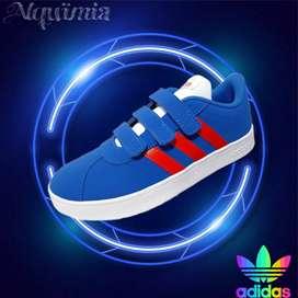 Adidas: Tenis para niño VL Court 2.0.