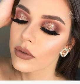 Se requiere chicas para modelos de maquillaje