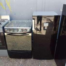 Vendo lindo combo la estufa tiene encendido eléctrico tapa de vidrio gratinador