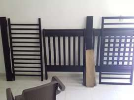 2 camas  a 170.000 c/u y 1 cuna madera 320.000 color wengue