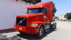 Tracto Volvo Americano año 1999 modelo VNL 64T