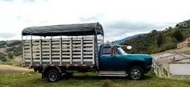 Vendo camioneta dodge carrocería de estacas en perfectas condiciones.