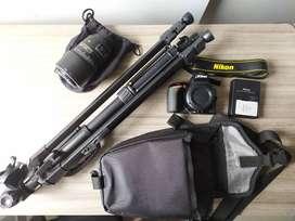 Cámara Nikon D5600 + Lente 50 - 300 Mm + Trípode + Estuche