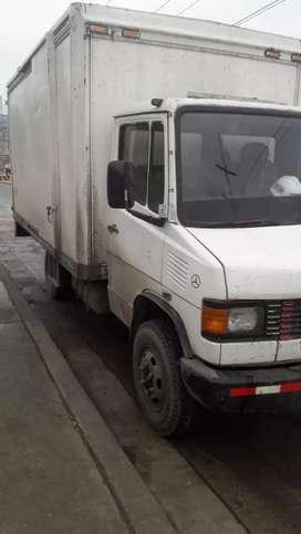 Vendo camión furgón Mercedes Benz