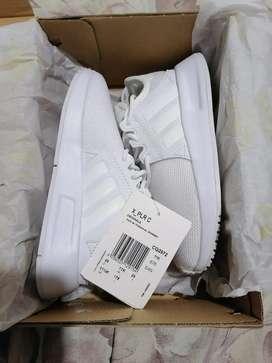 Zapatilla marca Adidas talla 29