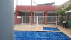 Venta de casa con buenos acabados con piscina para adultos y niños en Catamayo-Loja