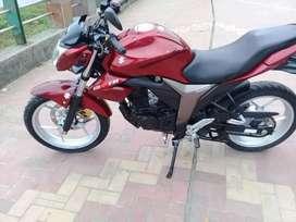 Se vende una linda moto al día